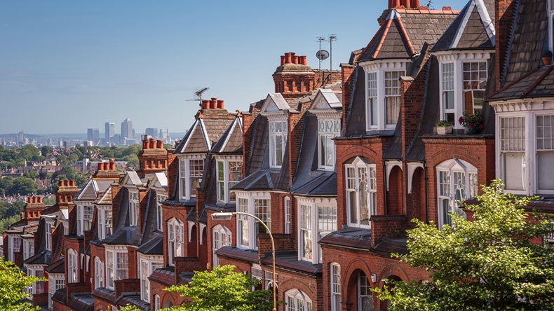 London houses (Zoltan Gabor/Shutterstock.com)