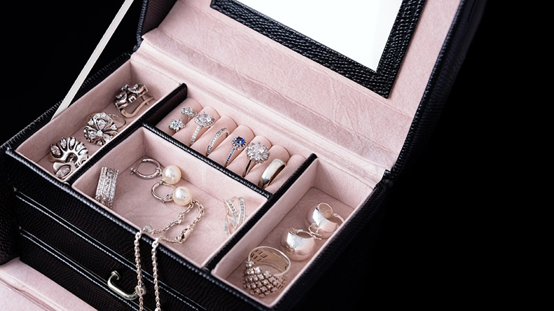 Jewellery box (IMG Stock Studio/Shutterstock.com)