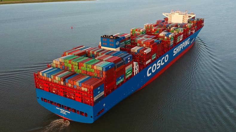 The 21,237 teu ultra large containership Cosco Shipping Universe (Port of Hamburg/DietmarHasenpusch)