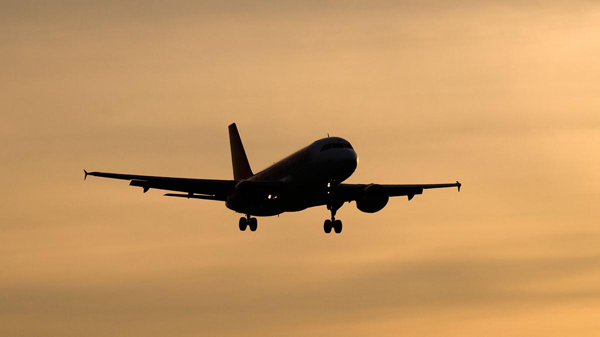 Aeroplane (travellight/Shutterstock.com)